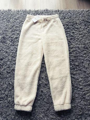 Nowe z metkami puchate misiowe miękkie spodnie dresy Bershka M/L