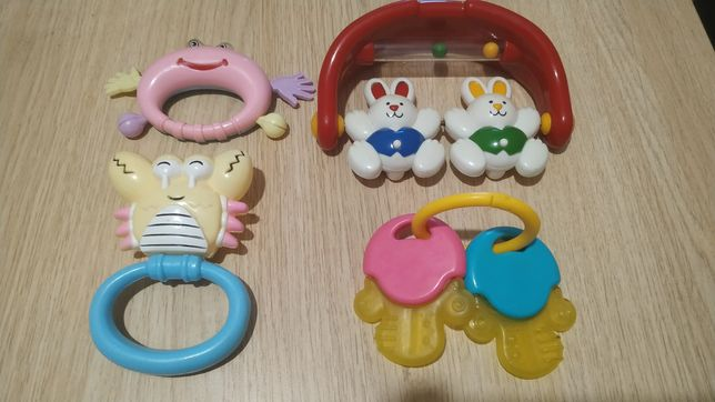 Іграшки брязкальця для маленьких діток
