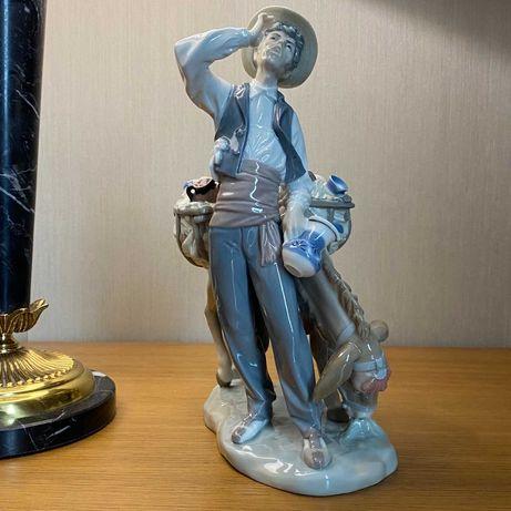 Фарфоровая статуэтка Lladro «Торговец».