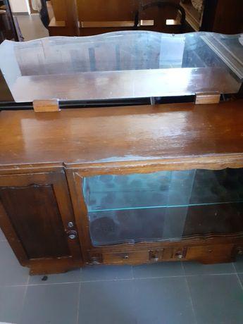 Dois móveis antigos
