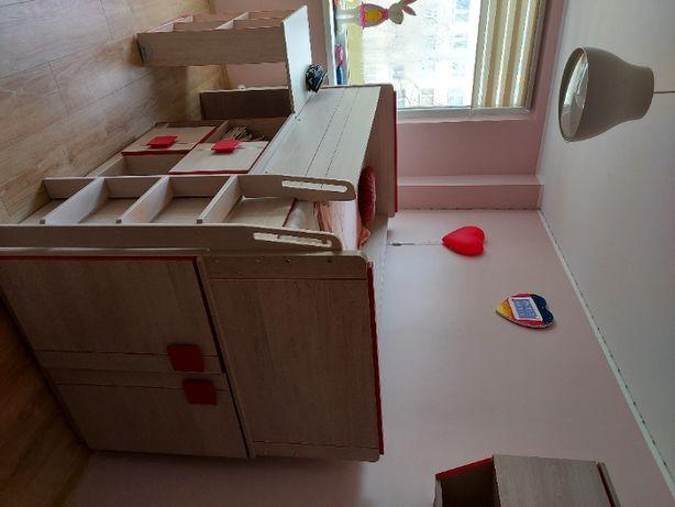 Zestaw mebli łóżko piętrowe z komodą