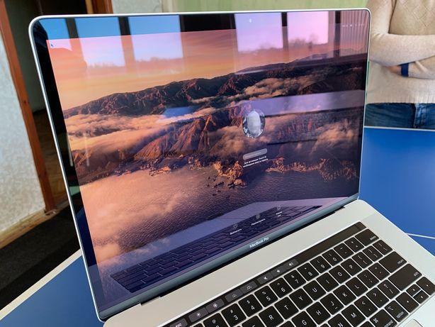 MacBook Pro 15 Silver 2018 i7-2.2Hz/16/256/555x-4Gb