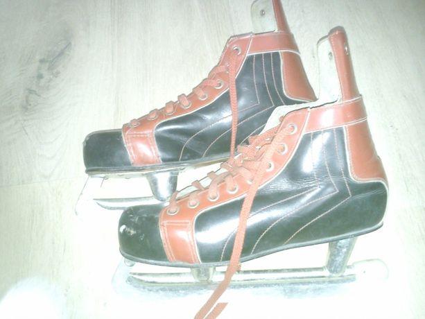 sprzedam łyżwy hokejowe