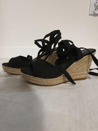 Czarne sandałki na koturnie rozmiar 40