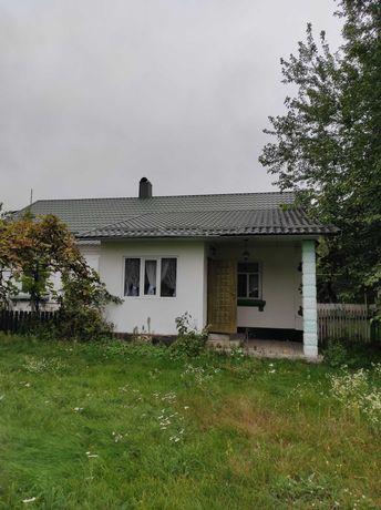 Будинок в селі з меблями та ремонтом