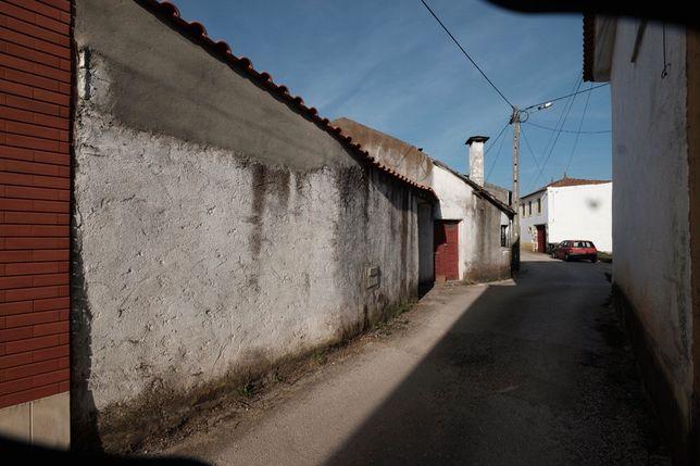 Casa moradia em pedra rústica para restaurar a gosto