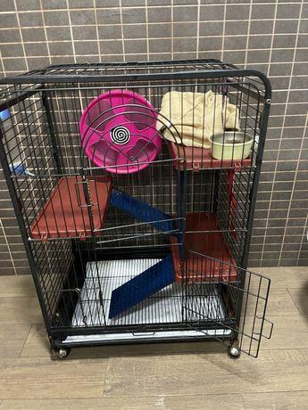Vendo gaiola para furões com rampas e acessorios
