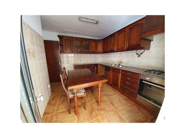 Moradia T2 com logradouro e garagem no Ramalhal, Torres V...