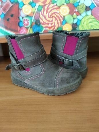 Продам демисезонные  ботинки Фирмы  Саламандра для девочки 27 раз.