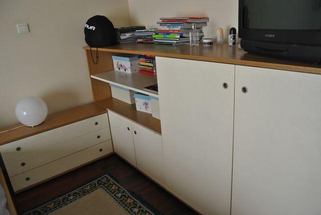 Móvel de quarto em três módulos.