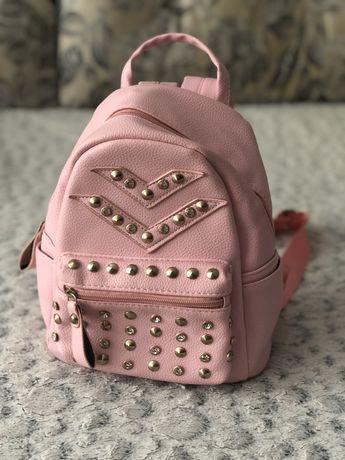 Розовый рюкзак с камушками