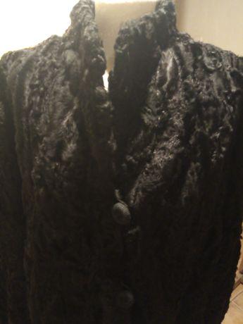 Futro, karakuły w kolorze czarnym