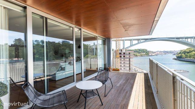 Apartamento T5 com 5 suites, junto à Ponte da Arrábida