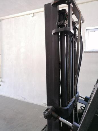 Torre empilhador com deslocamento