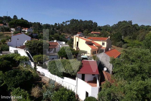 Moradia numa quintinha com 988m2 a 15 minutos de Lisboa