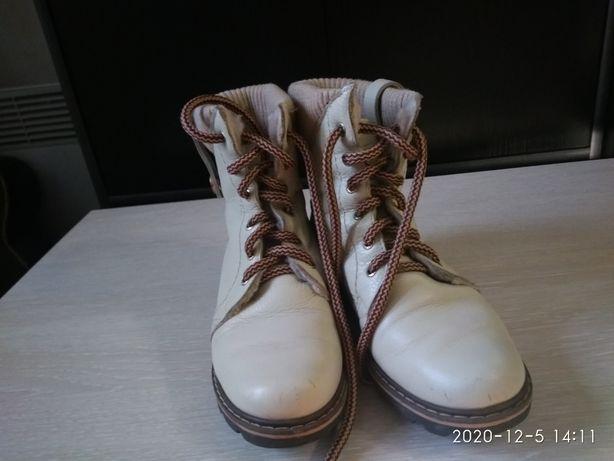 Взуття підліткове зимове. Розмір 36
