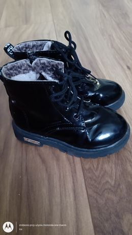 Buty zimowe lakierowane, botki, trzewiki  27