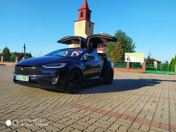 Kosmiczne auto do ślubu Tesla x