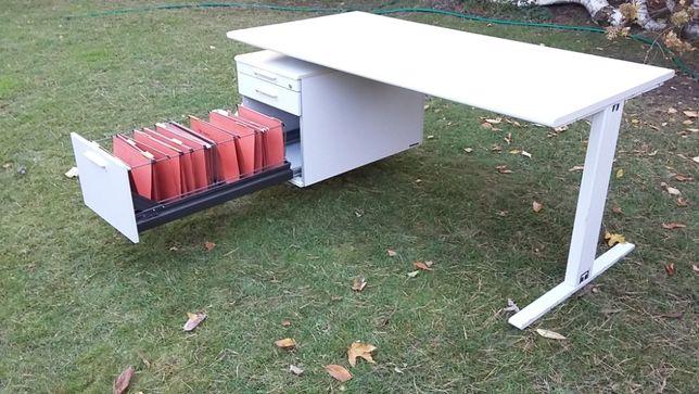 Dwa biurka z łącznikiem, zestaw L i szafka na dokumenty