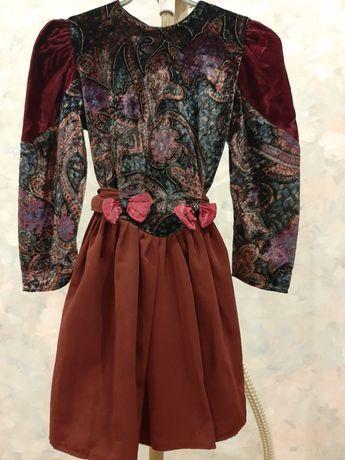 Нарядное платье для девочки на возраст 3-4 лет