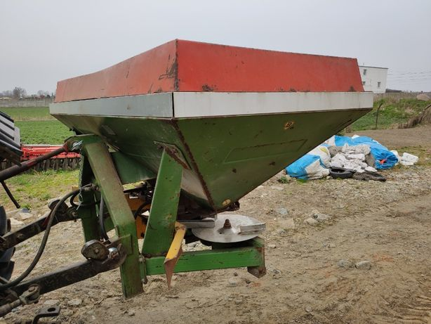 rozsiewacz Unia Brzeg 1200l hydrailika dwu talerzowa 18m