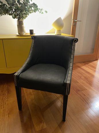 Cadeira / cadeirão preto em pele
