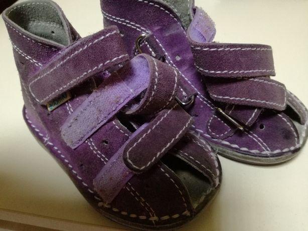 Sandałki skórzane dla dziewczynki r.22