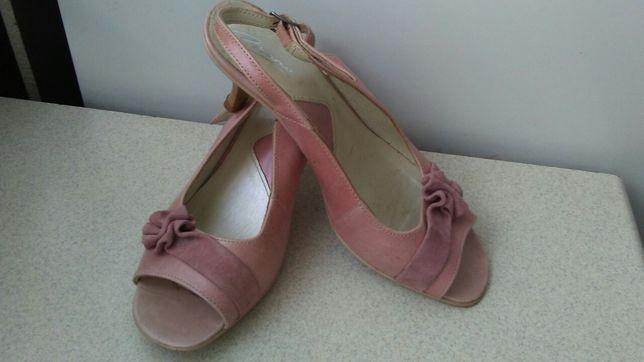 Różowe sandały na obcasie 36