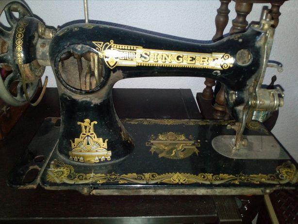Máquina de Costura Singer Vintage Preta&dourada