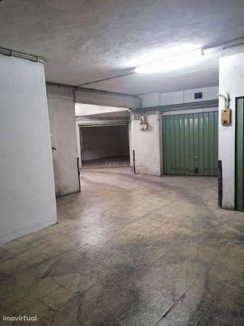 Garagem BOX Cova da Piedade, Almada