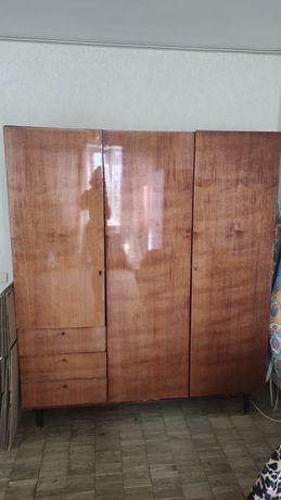 Шкаф-шифоньер платяной