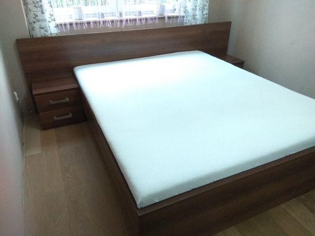 Łóżko z oparciem i szafkami nocnymi - wym. 2,07m x 1,64m