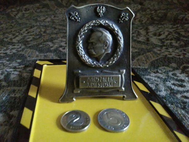 Statuetka J. Piłsudski Starocie + Gratis Stare Różne Monety Banknoty .