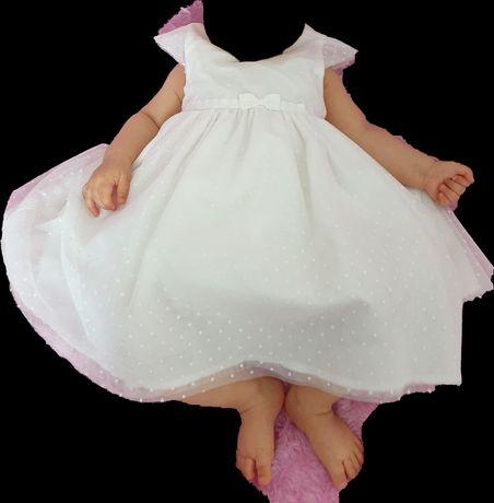 Piękna sukienka ecru ze Smyka 74