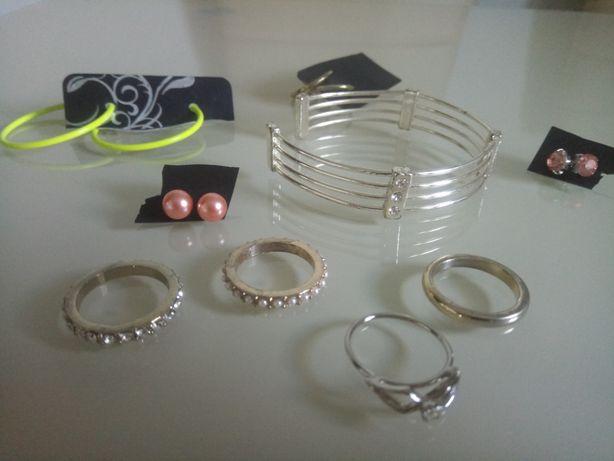 Zestaw biżuterii pierścionki kolczyki jak nowe