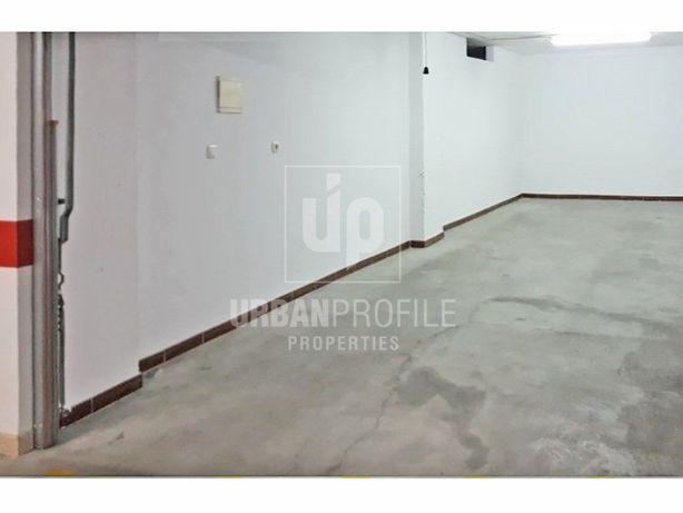 Garagem Box 30 m2 para arrendar em Cascais.