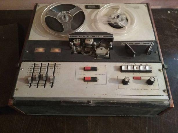 Бобинный магнитофон Комета-212 Стерео