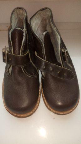 Ботинки,ботиночки кожа,утеплены.