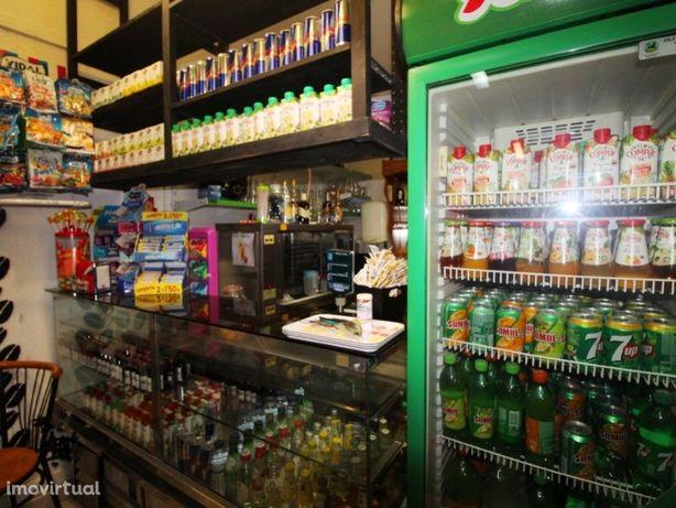 Minimercado com café em zona central de Carnide com 70m2 ...