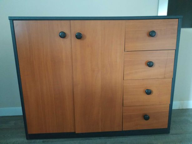 Komoda z półkami i szufladami