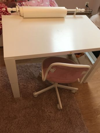 Biurko i krzeselko