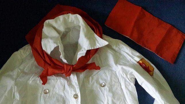 Пионерская рубашка, пилотка и галстук
