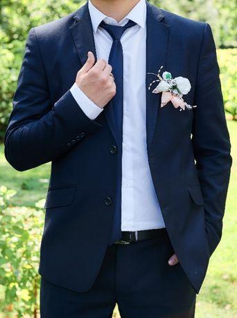 мужской костюм синего цвета