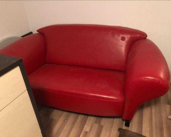 Sofa dwuosobowa czerwona