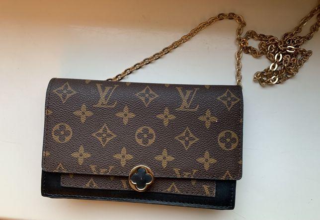 Kopertówka Louis Vuitton na łańcuchu