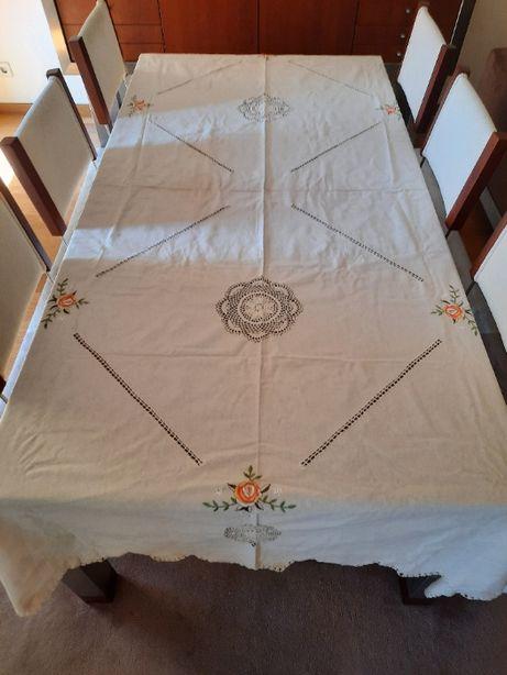 Toalha de Mesa em Linho e crochet com 12 guardanapos (2,60 x 1,70)