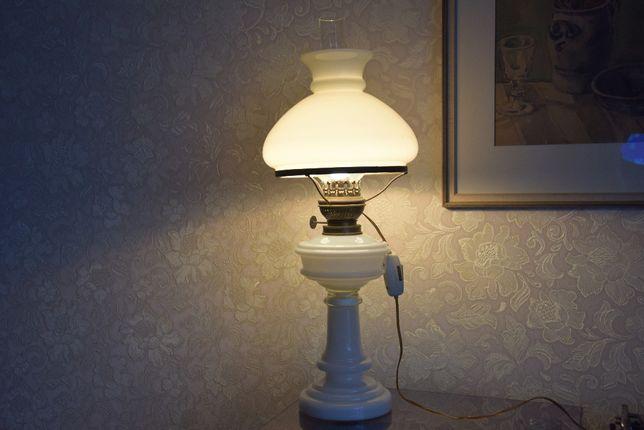 Lampa stojąca stolikowa jak naftowa