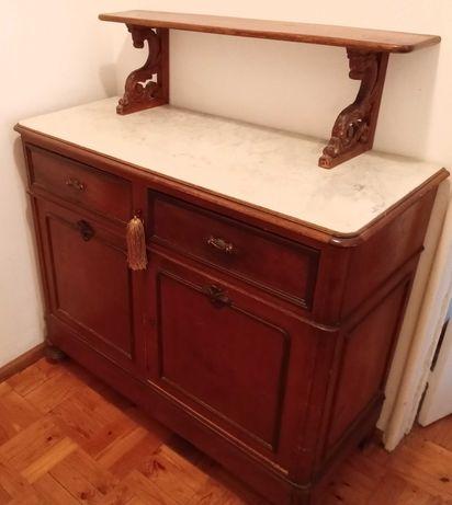 Móvel louceiro em madeira de carvalho e cómoda em mogno séc XIX