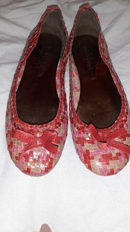Кожаные яркие туфли-балетки