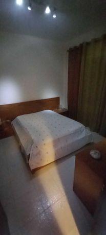 Mobília de Quarto ,com pouco uso, linhas modernas .com colchão .
